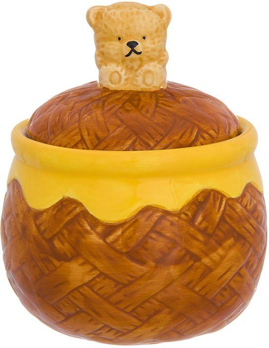 Горшочек для меда Elan Gallery Мишка косолапый, 380 мл110947Оригинальный горшочек для меда Elan Gallery выполнен из высококачественной керамики. Изделие предназначено для хранения меда, варенья или джема. Такой горшочекстанет незаменимым аксессуаром на любой кухне.Не рекомендуется применять абразивные моющие средства и использовать в микроволновойпечи.