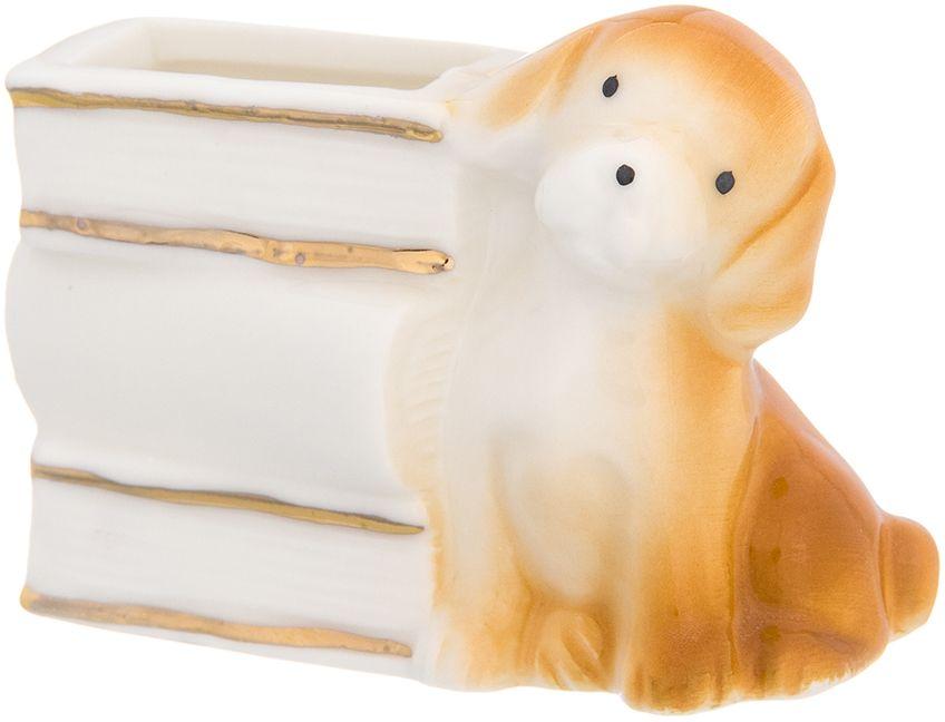 Вазочка под зубочистки Elan Gallery Щенок с книгами, цвет: бежевый, белый, 6 х 3 х 4,5 см330703Вазочка для зубочисток Elan Gallery Щенок с книгами с символом наступающего 2018 года. Символ 2018 по восточному (китайскому) календарю – Желтая Земляная Собака, которая весь год будет на страже вашего благополучия. Она дополнит сервировку вашего праздничного стола. Идеальна при выборе недорогого подарка вашим близким. Размер:6 х 3 х 4,5 см.