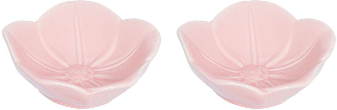 Розетка для варенья Elan Gallery Распустившийся цветок, цвет: розовый, 10,5 х 10,5 х 3 см, 2 шт380062Красивые и вместительные розетки Elan Gallery из коллекции Распустившийся цветок подходят не только для сладких лакомств. Их можно использовать для орехов, оливок, каперсов, корнишонов и соусов. Выполнены из керамики.У вас намечается праздник, придет много гостей и надо сервировать большой стол - розетки идеальное дополнение для сервировки.Изделие имеет подарочную упаковку, идеальный подарок для ваших близких!