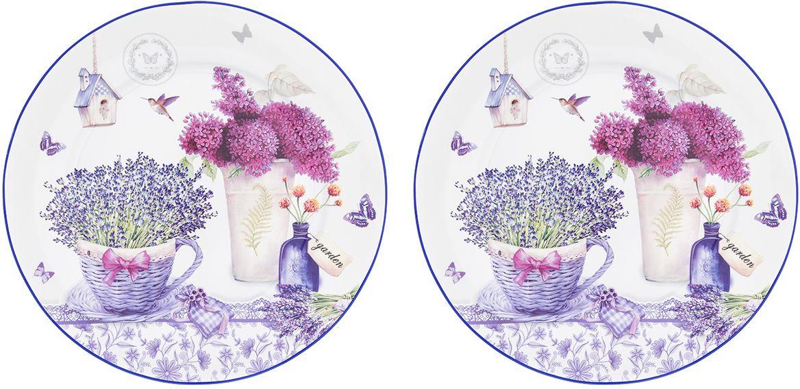 Набор тарелок Elan Gallery Лаванда, диаметр 26 см, 2 шт420178Набор столовых тарелок диаметром 26 см из серии «Лаванда» - изящныйштрих,который добавит изысканности вашей сервировке и станет настоящимукрашением вашего стола. Тарелки выполнены из высококачественного костяногофарфора нового поколения, благодаря современным технологиям фарфор NewBone China не уступает традиционному костяному фарфору в прозрачности,белизне и прочности, но при этом гораздо экологичнее в производстве. Тарелкиудобной формы и практичного размера с нежным рисунком с особенным летнимнастроением — цветы лаванды как будто источают нежный аромат и наполняюткухню атмосферой Прованса. Тарелки упакованы в прочную подарочную упаковку ипослужат желанным подарком любой современной хозяйке. В серии «Лаванда»также представлены другие товары для сервировки стола — чайники, чайныепары, кружки, сервировочные тарелки и многое другое. Собирая серию можнонаполнить ваш дом прекрасной качественной посудой, создающей удивительноенежное летнее настроение.