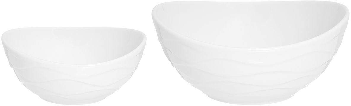 """Набор салатников серии """"Айсберг"""" выполнен из высококачественного фарфора и состоит из двух предметов. Объем салатников 800 мл и 300 мл. Салатники прекрасно подходят для сервировки любых блюд. А также могут быть использованы для подачи супов. Салатники можно мытьё в посудомоечной машине и использовать в микроволновой печи.  Набор салатников Elan Gallery """"Айсберг"""" несомненно впишется в любой интерьер благодаря лаконичному дизайну, натуральным материалам и высокой функциональности. Такому подарку будет рада любая хозяйка!  Размер салатников: 12,7 х 12 х 5,5 см, 17,7 х 16,7 х 8 см. Объем салатников: 300 мл, 800 мл."""