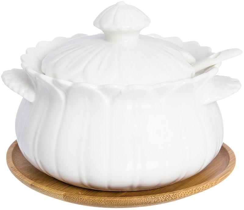 Сахарница Elan Gallery Цветок, с ложкой, с подставкой, 13 х 11 х 6,5 см950065Сахарница Elan Gallery с крышкой и ложкой изготовлена из фарфора. Емкость универсальна, подойдет как для сахара, так и для специй или меда. В крышке предусмотрено отверстие для ложки. Изделие имеет подарочную упаковку, поэтому станет желанным подарком для ваших близких.