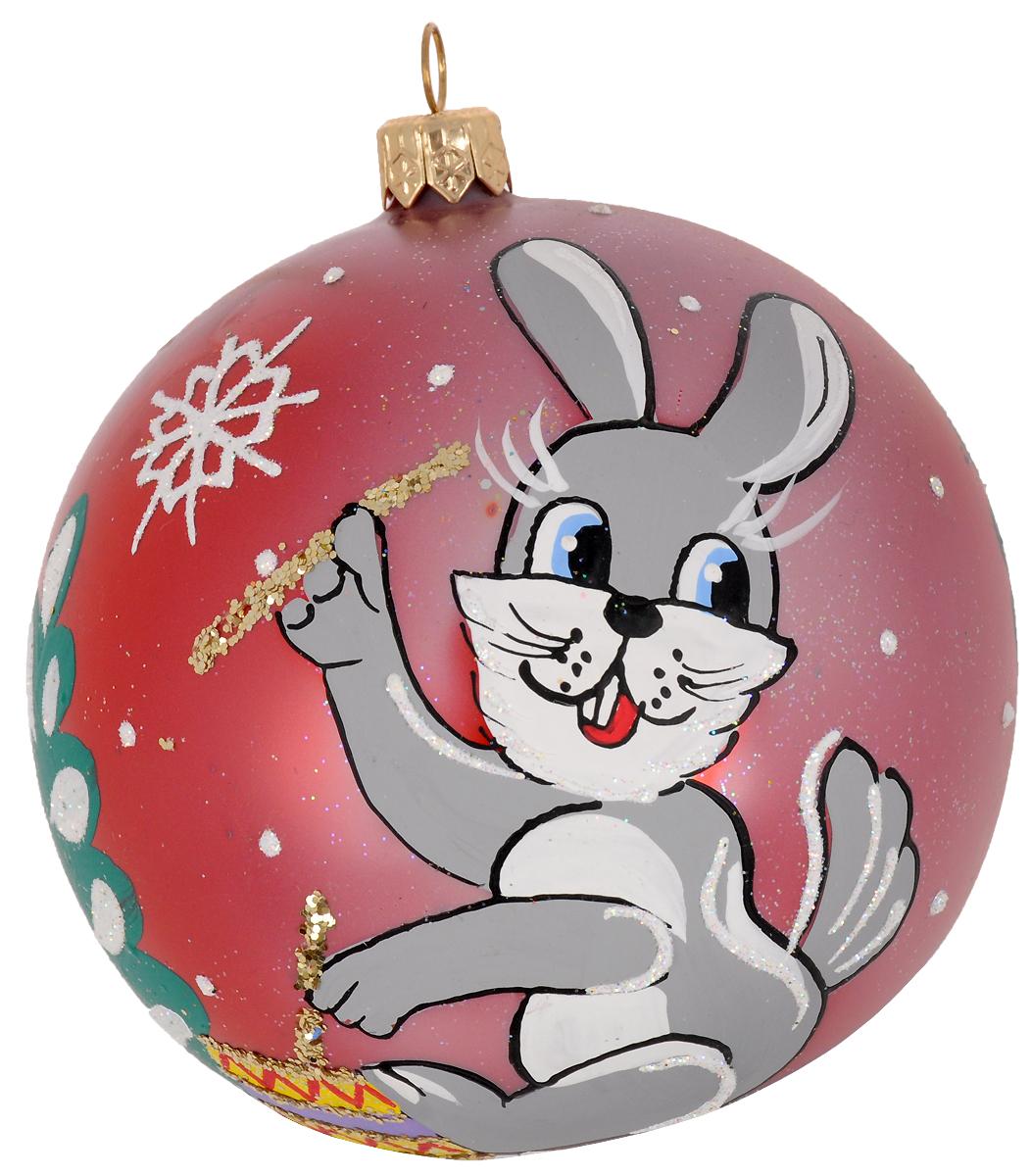 Украшение новогоднее елочное Иней Зайка с барабаном, цвет: красный, диаметр 10 см1519296_красныйНовогоднее подвесное украшение Иней отлично подойдет для декорации вашего дома и новогодней ели. Новогоднее украшение можно повесить в любом понравившемся вам месте. Но, конечно, удачнее всего оно будет смотреться на праздничной елке.Елочная игрушка - символ Нового года. Она несет в себе волшебство и красоту праздника. Такое украшение создаст в вашем доме атмосферу праздника, веселья и радости.
