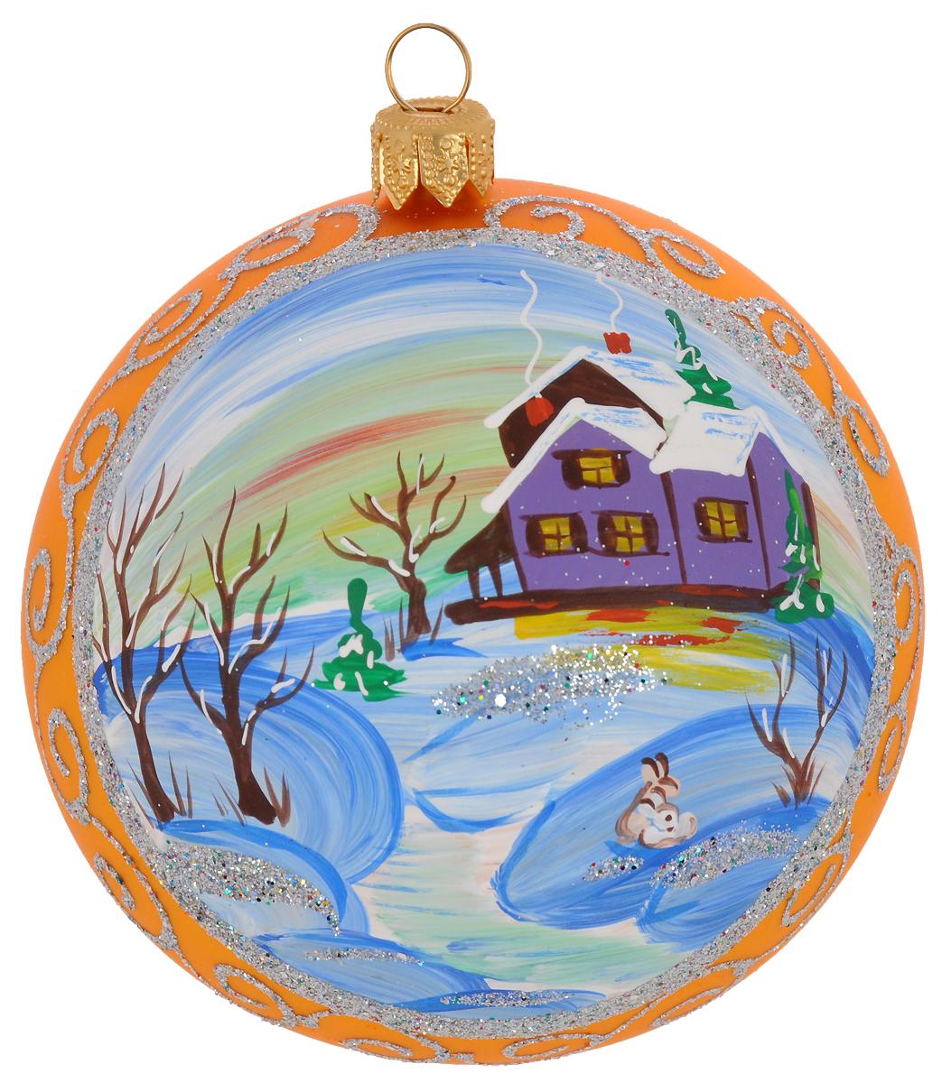 """Новогоднее подвесное украшение """"Иней"""" отлично подойдет для декорации вашего дома и  новогодней ели. Новогоднее украшение можно повесить в любом понравившемся вам месте. Но,  конечно, удачнее всего оно будет смотреться на праздничной елке.  Елочная игрушка,  выполненная из стекла, оформлена рисунком ручной работы. Она несет в себе волшебство и  красоту праздника.  Такое украшение создаст в вашем доме атмосферу праздника, веселья  и радости."""