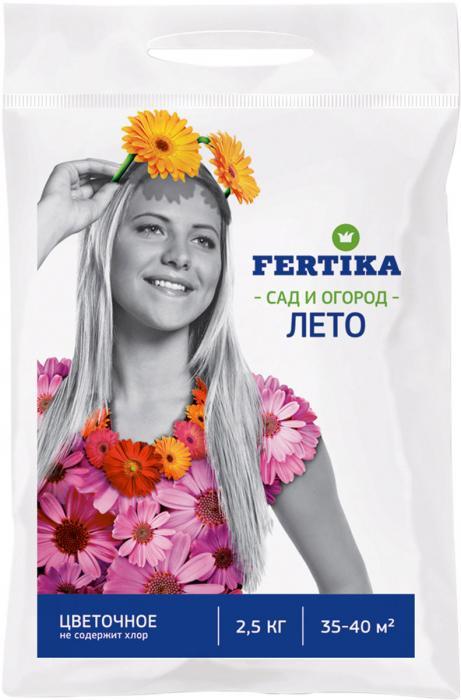 Удобрение Фертика Цветочное Лето, 2.5 кгBi-fertika0030КОМПЛЕКСНОЕ ЦВЕТОЧНОЕ УДОБРЕНИЕ NPK 17,7:9,4:11,2+МИКРО ЛЕТО. • Комплексное гранулированное удобрение.• Рекомендуется для однолетних и многолетних цветов, луковичных растений.• Содержит все необходимые макро- и микроэлементы в оптимальном соотношении.• Без хлора.• Способствует образованию крупных соцветий с яркой окраской.• Значительно удлиняет период цветения.При выращивании рассады.мВ рассадную смесь добавляют 30-40 г удобрения на кв. м. Удобрение и смесь тщательно перемешивают, увлажняют и оставляют на 3-5 дней.При подготовке почвы.Весной удобрение равномерно распределяют по поверхности почвы, а затем перекапывают на нужную глубину. Внесенное удобрение не создает избыточной концентрации солей и стрессовой ситуации для молодых растений. Гранулы растворяются в почве постепенно, обеспечивая в течение длительного времени полноценное питание растений, а также способствуя интенсивному и продолжительному цветению.В период вегетации.Для подкормки растений во время вегетации удобрение равномерно распределяют по поверхности почвы и аккуратно заделывают. После этого растения обильно поливают. Необходимо следить, чтобы гранулы не попадали на растения. Периодичность подкормок – 1-2 раза за период вегетации, норма подкормки – 1/2 от рекомендуемой.