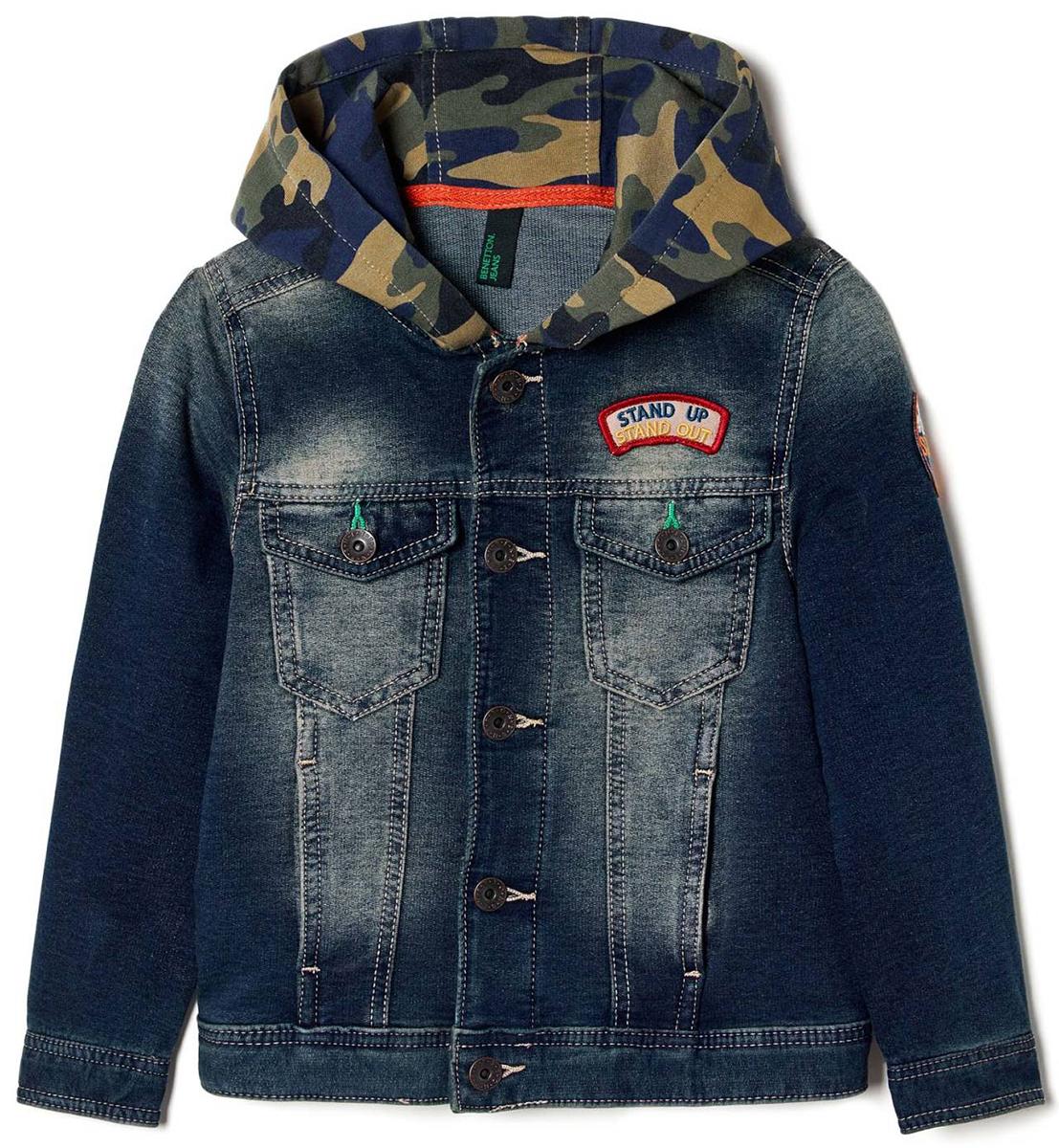 Куртка для мальчиков United Colors of Benetton, цвет: синий. 2BAY539Y0_901. Размер 1402BAY539Y0_901Куртка для мальчика United Colors of Benetton выполнена из хлопка и полиэстера. Модель с капюшоном и длинными рукавами застегивается на металлические пуговицы.