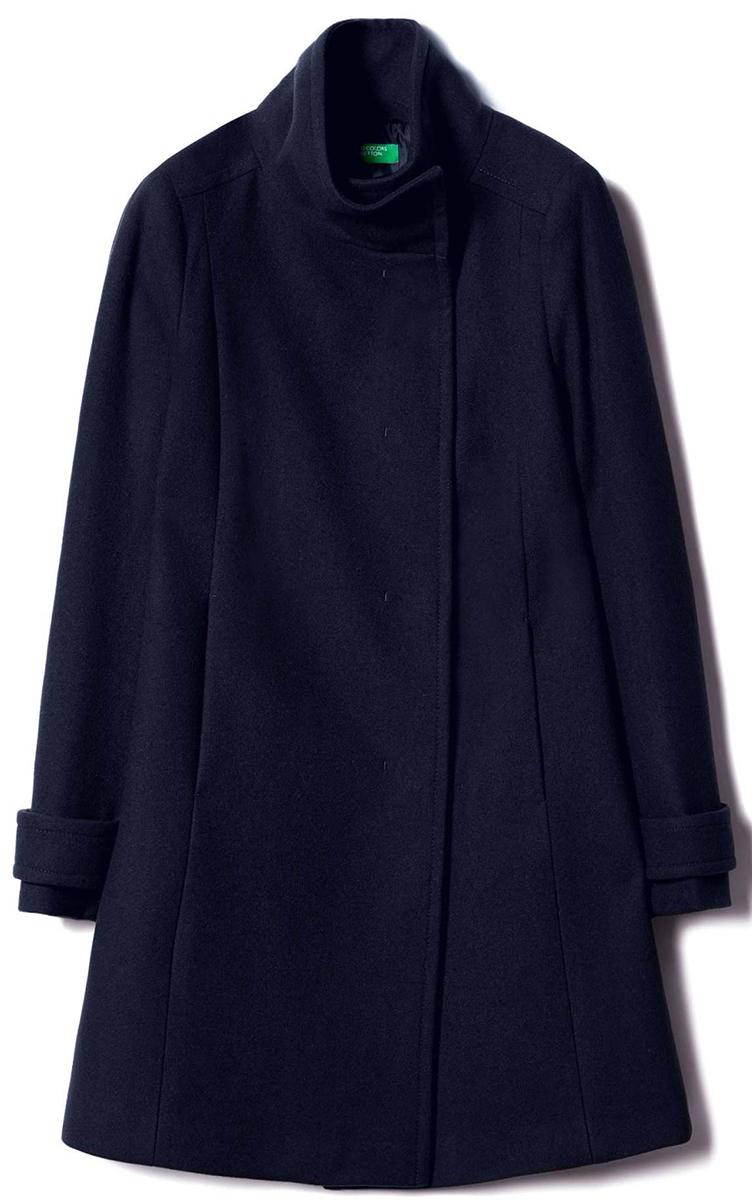 Пальто женское United Colors of Benetton, цвет: синий. 2ED95K1N4_06U. Размер 42 (44)2ED95K1N4_06UСтильное женское пальто выполнено из качественного материала. Модель с воротником стойкой и длинными рукавами.