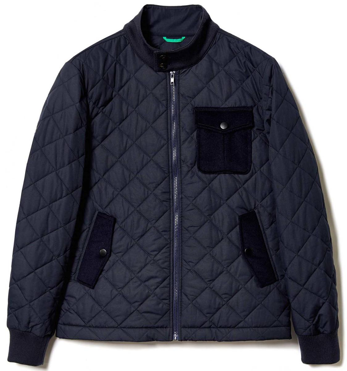 Куртка мужская United Colors of Benetton, цвет: синий. 2JQ6539D8_06U. Размер 482JQ6539D8_06UКуртка мужская United Colors of Benetton выполнена из полиэстера. Модель с длинными рукавами застегивается на молнию.