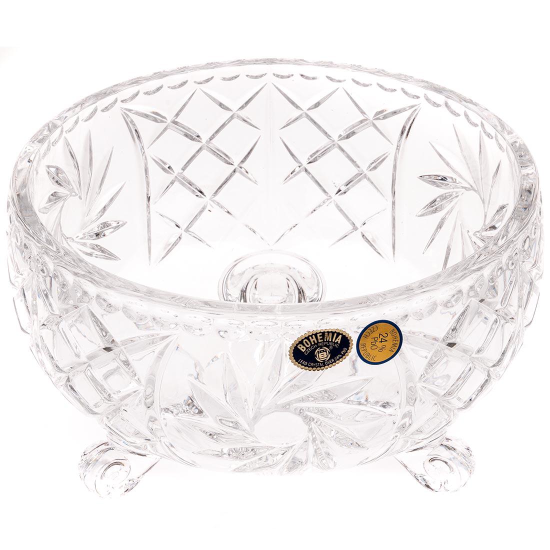 Салатник Crystal Bohemia Pinwheel, диаметр 18 см990/62022/0/26080/180-109Круглый салатник на трех ножках Crystal Bohemia выполнен из хрусталя с традиционным декором звездочки. Это настоящий чешский хрусталь с содержанием оксида свинца 24%, что придает изделиям поразительную прозрачность и чистоту, невероятный блеск, присущий только ювелирным изделиям, особое, ни с чем не сравнимое светопреломление и игру всеми красками спектра как при естественном, так и при искусственном освещении. Продукция из хрусталя соответствует всем европейским и российским стандартам качества и безопасности. Традиции чешских мастеров передаются из поколения в поколение, а высокая художественная ценность изделий признана искушенными ценителями во всем мире.