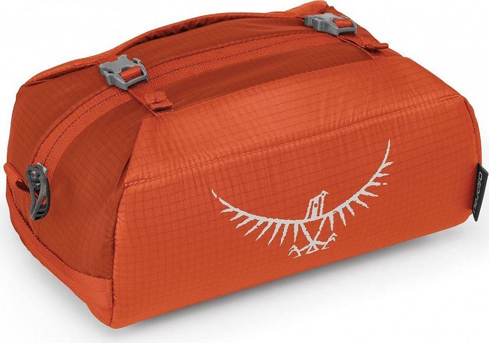 Косметичка Osprey Ultralight WashBag Padded, цвет: оранжевый00001043173Если вы отправились на вечернюю прогулку или в длительную экспедицию в Непал, суперлегкая косметичка сохранит ваши туалетные принадлежности в порядке. Изготовленная из прочного материала Ripstop nylon, Ultralight Washbag оснащена миниатюрной версией компрессионной системы StraightJacket, надежно фиксирующей содержимое косметички и позволяющей сократить ее объем до минимума. Имеет мягкое основное отделение. Благодаря светоотражающей графике и большой ручке, вы легко отыщите косметичку в своем рюкзаке. Светоотражающая графикаКомпрессионная система StraightJacketКарман из сетки на молнии для косметики или предметов личной гигиеныВес: 0.07 кгМаксимальный размер: (см) 14 (длина) x 21 (ширина) x 13 (глубина)