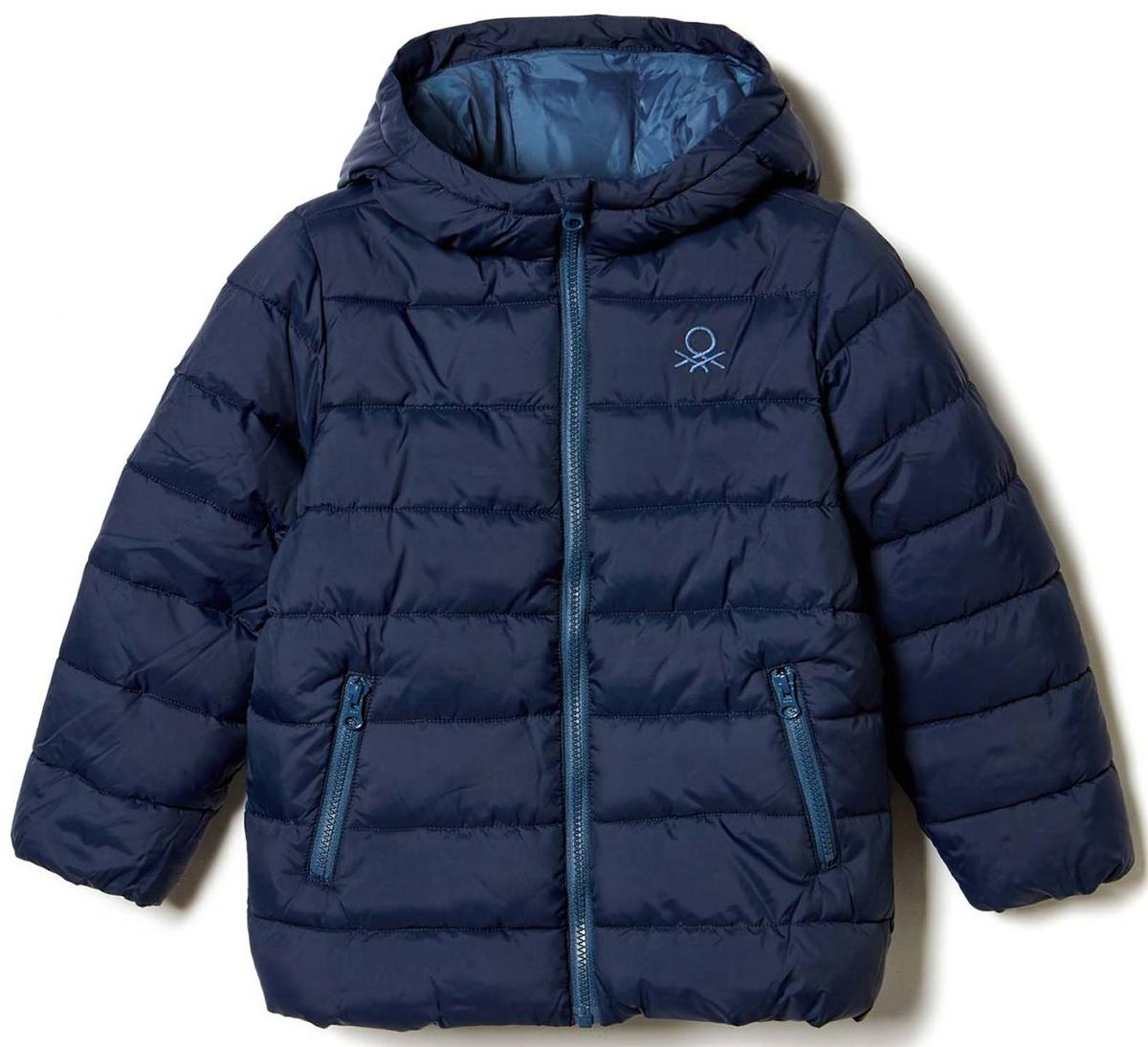 Куртка для мальчика United Colors of Benetton, цвет: синий. 2WU0539Q0_13C. Размер 1202WU0539Q0_13CКуртка для мальчика United Colors of Benetton выполнена из полиэстера. Модель с капюшоном и длинными рукавами застегивается на застежку-молнию.