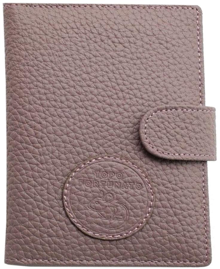Обложка для автодокументов женская Topo Fortunato, цвет: сиреневый. TF 109-092TF 109-092Изысканная обложка для автодокументов Topo Fortunato изготовлена из натуральной кожи. Закрывается на хлястик с кнопкой. Внутри: слева - прозрачный захват и текстильная подкладка с логотипом, справа- кожаный захват с четырьмя кармашками для пластиковых карт, вкладыш с прозрачными файлами для автодокументов. Размер: 9,5 х 13 см.