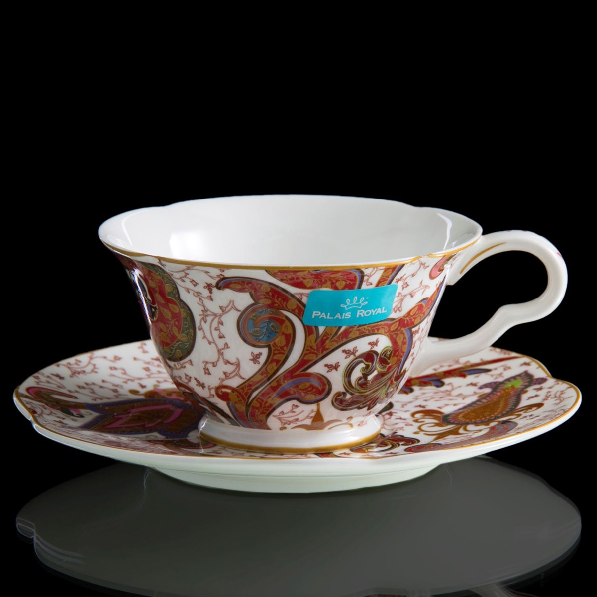 Чайная пара Lamart Роспись цветов, 230 мл133213Любители редких и изысканных вещей вряд ли смогут пройти мимо этой уникальной чашки ручной работы из серии Роспись цветов. Она изготовлена на известной далеко за пределами Европы итальянской фабрике Lamart, которая поставляет эксклюзивные предметы из фарфора и керамики. Изящная чашка из ценного костяного фарфора, украшенная изысканным орнаментом в теплых красновато-коричневых тонах, станет замечательным украшением стола и сделает каждое чаепитие еще более приятным и запоминающимся. Не скупитесь на положительные эмоции! Окружайте себя вещами, которые день ото дня будут радовать глаз и поднимать настроение. Поверьте, одна-единственная чашка способна сделать ваше утро перед началом рабочего дня по-настоящему добрым.