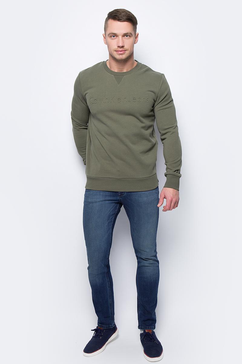 Джинсы мужские Calvin Klein Jeans, цвет: синий. J30J305760_9133. Размер 31-32 (46/48-32)J30J305760_9133Стильные джинсы Calvin Klein Jeans изготовлены из качественного материала.Модель с ширинкой на молнии дополнительно застегивается на пуговицу. Джинсы дополнены двумя прорезными карманами и скрытым кармашком спереди и двумя накладными карманами сзади. На поясе имеются шлевки для ремня.В этих модных джинсах вы будете чувствовать себя уверенно, оставаясь в центре внимания.