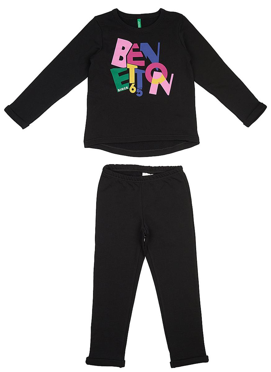 Пижама для девочки United Colors of Benetton, цвет: черный. 3J67Z11ID_100. Размер 1303J67Z11ID_100Мягкая пижама для девочки United Colors of Benetton, состоящая из футболки с длинным рукавом и брюк выполнена из хлопка. Футболка с круглым вырезом горловины и длинными рукавами.Брюки на талии имеют мягкую резинку, благодаря чему они не сдавливают животик ребенка и не сползают. Изделие оформлено интересным принтом.