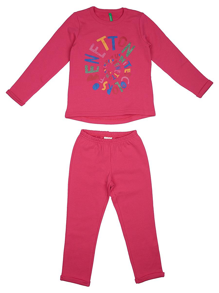 Пижама для девочки United Colors of Benetton, цвет: розовый. 3J67Z11ID_2J2. Размер 903J67Z11ID_2J2Мягкая пижама для девочки United Colors of Benetton, состоящая из футболки с длинным рукавом и брюк выполнена из хлопка. Футболка с круглым вырезом горловины и длинными рукавами.Брюки на талии имеют мягкую резинку, благодаря чему они не сдавливают животик ребенка и не сползают. Изделие оформлено интересным принтом.