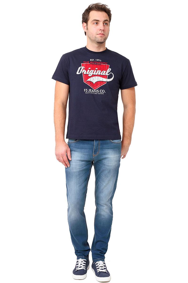 Футболка мужская F5 TR Plain Pocket, цвет: синий. 270107. Размер M (48)270107_navyСтильная мужская футболка F5 выполнена из натурального хлопка. Футболка с коротким рукавом и круглым вырезом горловины оформлена текстовым принтом.