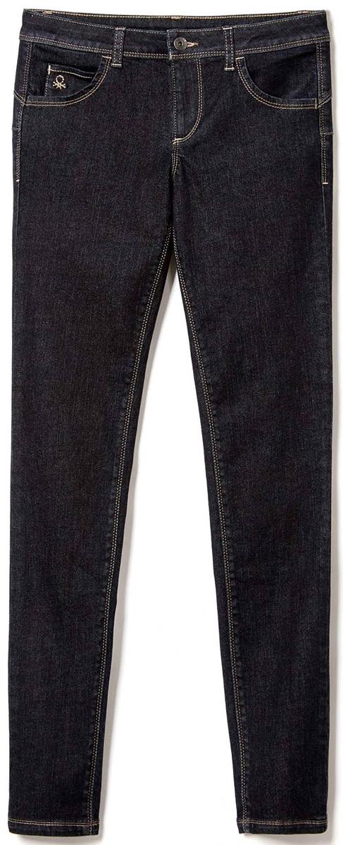 Джинсы женские United Colors of Benetton, цвет: темно-синий. 4AL1572V4_905. Размер 30 (46)4AL1572V4_905Стильные женские джинсы United Colors of Benetton созданы специально для того, чтобы подчеркивать достоинства вашей фигуры. Джинсы застегиваются на металлическую пуговицу в поясе и ширинку на застежке-молнии, имеются шлевки для ремня. Эти модные и в тоже время комфортные джинсы послужат отличным дополнением к вашему гардеробу.