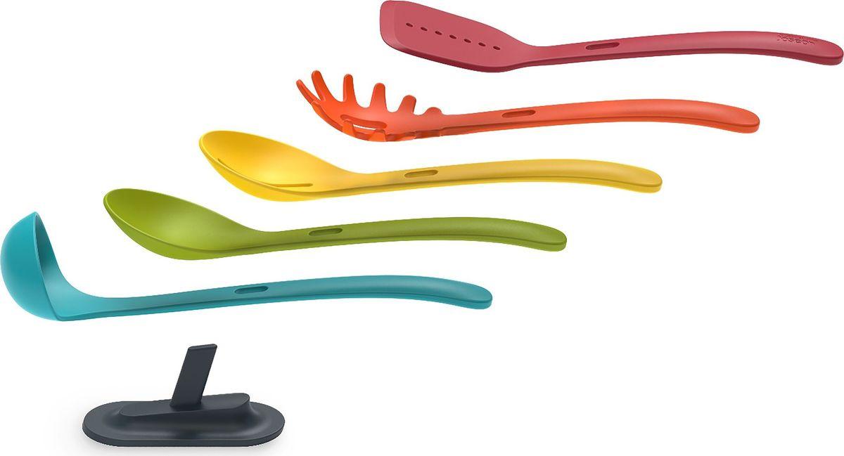 Набор кухонных инструментов Joseph Joseph Nest Store, 5 предметов10158Компактный набор из 5 кухонных инструментов Nest Store поможет в приготовлении любимых блюд. В набор входит лопатка, 2 поварские ложки, ложка для спагетти и половник. Это самые необходимые предметы для приготовления множества блюд на любой вкус.Дизайн набора предусматривает удобное и компактное хранение. Он идеально подходит для хранения в столе. Кроме того, специальный крепеж позволяет вешать набор в собранном виде на стену. Таким способом экономится место в кухонных ящиках, и инструменты всегда находятся под рукой. Какой способ хранения выбрать – решать только вам. Все инструменты выдерживают нагревание до 200 градусов, что очень актуально в процессе готовки. Еще одно очень полезное свойство кухонного набора – инструменты можно использовать с посудой с антипригарным покрытием, не боясь при этом его повредить. Эти свойства приборов обеспечат вам удобство и комфорт в приготовлении изысканных блюд со сложной рецептурой. Гости по достоинству оценят ваши кулинарные способности.Инструменты выполнены в ярких цветах, которые обязательно вдохновят на создание кулинарных шедевров.