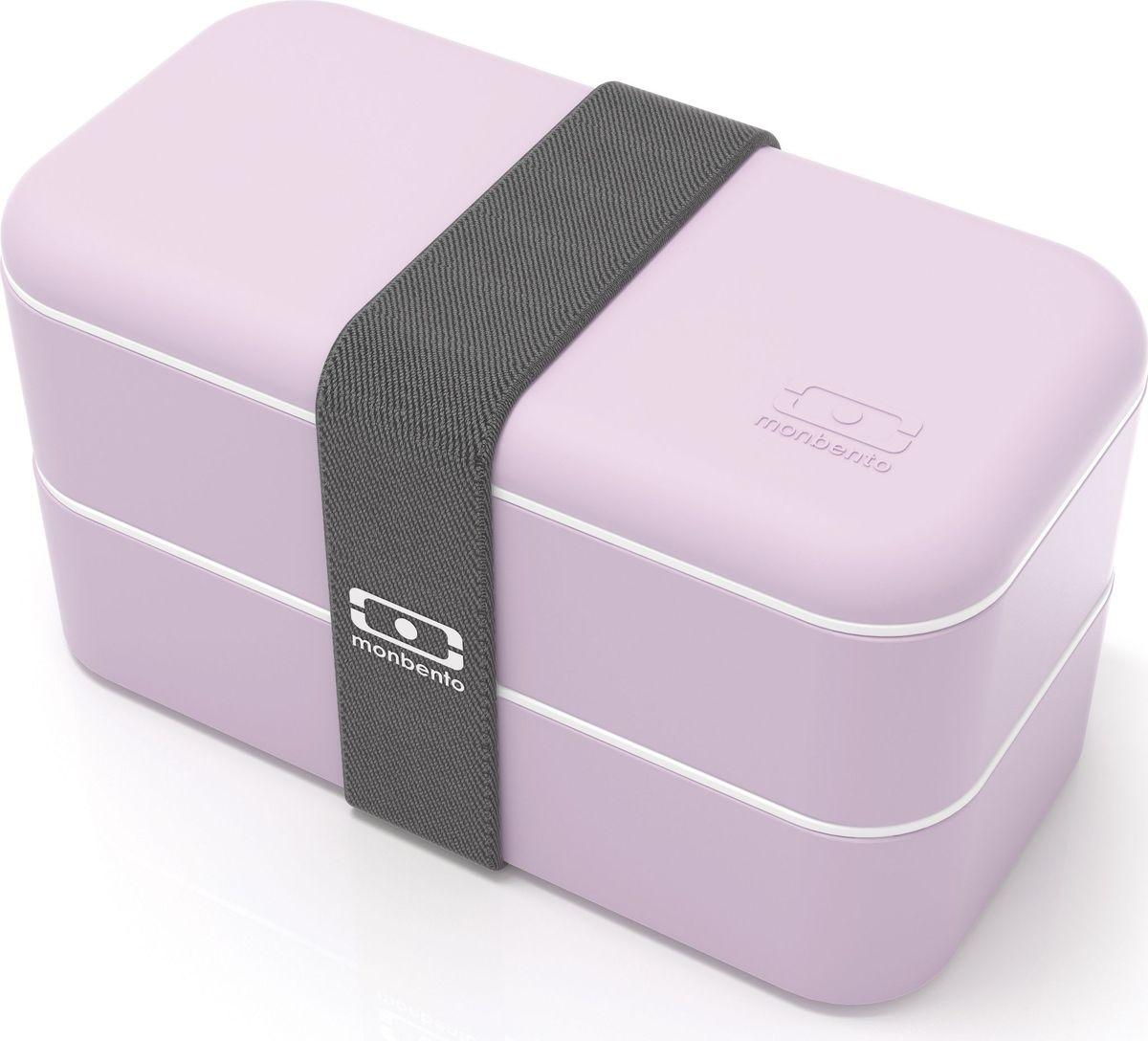 Ланч-бокс Monbento Original, цвет: сиреневый, 1 л1200 12 117Ланчбокс Monbento Original изготовлен из высококачественного пищевого пластика сприятнымна ощупь прорезиненным покрытием soft-touch. Предназначен для хранения и переноскипищевыхпродуктов. Ланчбокс представляет собой два прямоугольных контейнера, в которых удобнохранить различные блюда. В комплекте также предусмотрена емкость для соуса, котораяудобно помещается в одном из контейнеров. Контейнеры вакуумные, что позволяет продуктамдольше оставаться свежими и вкусными. Боксы дополнительно фиксируются друг над другомэластичным ремешком.Компактные размеры позволят хранить ланчбокс в любой сумке. Его удобно взять с собой наработу, отдых, в поездку. Теперь любимая домашняя еда всегда будет под рукой, а яркийдизайн поднимет настроение и подарит заряд позитива.Можно использовать в микроволновой печи и для хранения пищи в холодильнике,можно мыть в посудомоечной машине. В крышке каждого контейнера - специальная пробка,которую надо вытащить, если вы разогреваете еду. Объем одного контейнера: 0,5 л.Общий размер ланчбокса: 18 см х 9 см х 10,5 см.Размер контейнера: 18 см х 9 см х 4,5 см.Размер емкости для соуса: 8,5 см х 4,5 см х 3 см. Объем емкости для соуса: 0,1 л.