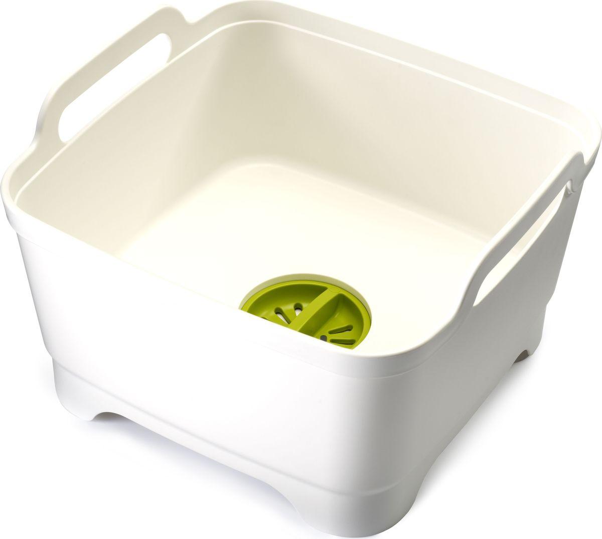 """Контейнер для мытья посуды Joseph Joseph """"Wash&Drain"""" идеален как для использования внутри раковины (что особенно удобно в период отключения горячей воды), так и вне ее — например, на даче. Встроенный слив позволяет моментально избавиться от излишков воды. Пробка с заглушкой задержит остатки пищи, помогая предотвратить засорение раковины.  Расположенные под наклоном стенки не дадут воде и мыльным брызгам расплескаться наружу. Крупные ручки позволяют с легкостью переносить контейнер с места на место. Мыть рекомендуется только вручную."""