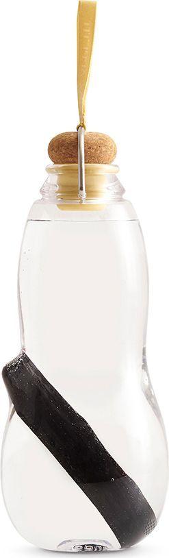 Эко-бутылка Black+Blum Eau Good, с фильтром, цвет: желтый, 800 млEG012Сделайте воду из-под крана полезной. Как? Очень просто – используйте бутылку со специальным фильтром-ионизатором. Наполните бутылку, поставьте в холодильник и через 6-8 часов вы получите чистую и вкусную воду. В основе технологии очищения лежит угольный фильтр Binchotan, широко используемый в Японии с 17 века. Он эффективно убирает хлор, минерализует воду и выравнивает PH-баланс. Фильтр сохраняет свою активность 6 месяцев и утилизируется без вреда для экологии. Если вы наполняете бутылку 1 раз в день, через 3 месяца прокипятите фильтр в течение 10 минут, дайте высохнуть и используйте снова. Бутылка сделана из прочного пищевого пластика, похожего на стекло, и выдержит любой удар. Обычный пластик разлагается сотни лет, так что лучше не засорять планету и использовать многоразовую посуду, тем более, если она выглядит так стильно! Объем: 800 мл.