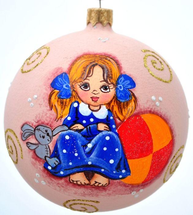 Украшение новогоднее подвесное Клавдиево Австрийский альбом девочка и мяч, ручная работа, диаметр 10 смH-100-0001-S-Австрийский альбом девочка и мячЕлочная игрушка - символ приближающегося праздника. Она послужит прекрасным подарком как для ребенка, так и для взрослого, а также дополнит новогодний интерьер. Шары будут отлично смотреться на праздничной елке.