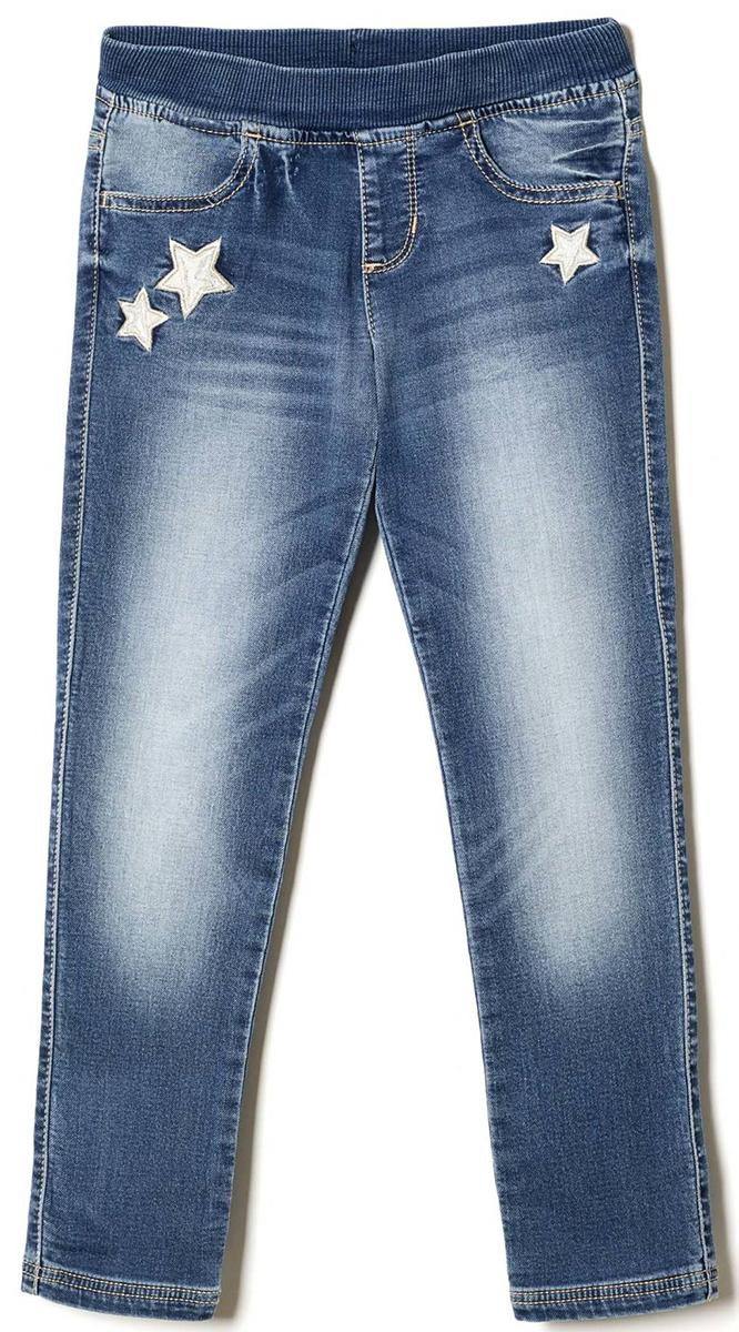 Джинсы для девочки United Colors of Benetton, цвет: голубой. 4DB457DI0_901. Размер 1604DB457DI0_901Стильные джинсы для девочки идеально подойдут для отдыха и прогулок. Изготовленные из высококачественного материала, они необычайно мягкие и приятные на ощупь, не сковывают движения малышки и позволяют коже дышать, не раздражают даже самую нежную и чувствительную кожу ребенка, обеспечивая наибольший комфорт. Джинсы прямого кроя на талии имеют широкую эластичную резинку, благодаря чему они не сдавливают животик ребенка и не сползают. Оригинальный современный дизайн и модная расцветка делают эти джинсы модным и стильным предметом детского гардероба.