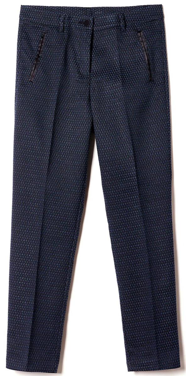 Брюки женские United Colors of Benetton, цвет: черный. 4BQI55644_700. Размер 38 (40)4BQI55644_700Стильные женские брюки United Colors of Benetton созданы специально для того, чтобы подчеркивать достоинства вашей фигуры. Брюки застегиваются комбинированную застежку. Эти модные и в тоже время комфортные брюки послужат отличным дополнением к вашему гардеробу.