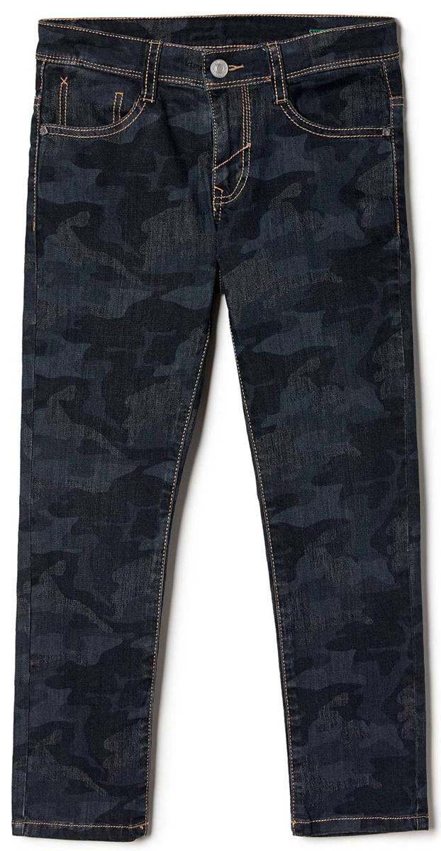 Джинсы для мальчика United Colors of Benetton, цвет: черный. 4CLI57D80_901. Размер 1204CLI57D80_901Стильные джинсы для мальчика идеально подойдут вашему ребенку для отдыха и прогулок. Изготовленные из качественного материала, они необычайно мягкие и приятные на ощупь, не сковывают движения и позволяют коже дышать, не раздражают даже самую нежную и чувствительную кожу ребенка, обеспечивая ему наибольший комфорт. Джинсы на талии застегиваются на металлическую пуговицу и имеют ширинку на застежке-молнии, имеются шлевки для ремня.