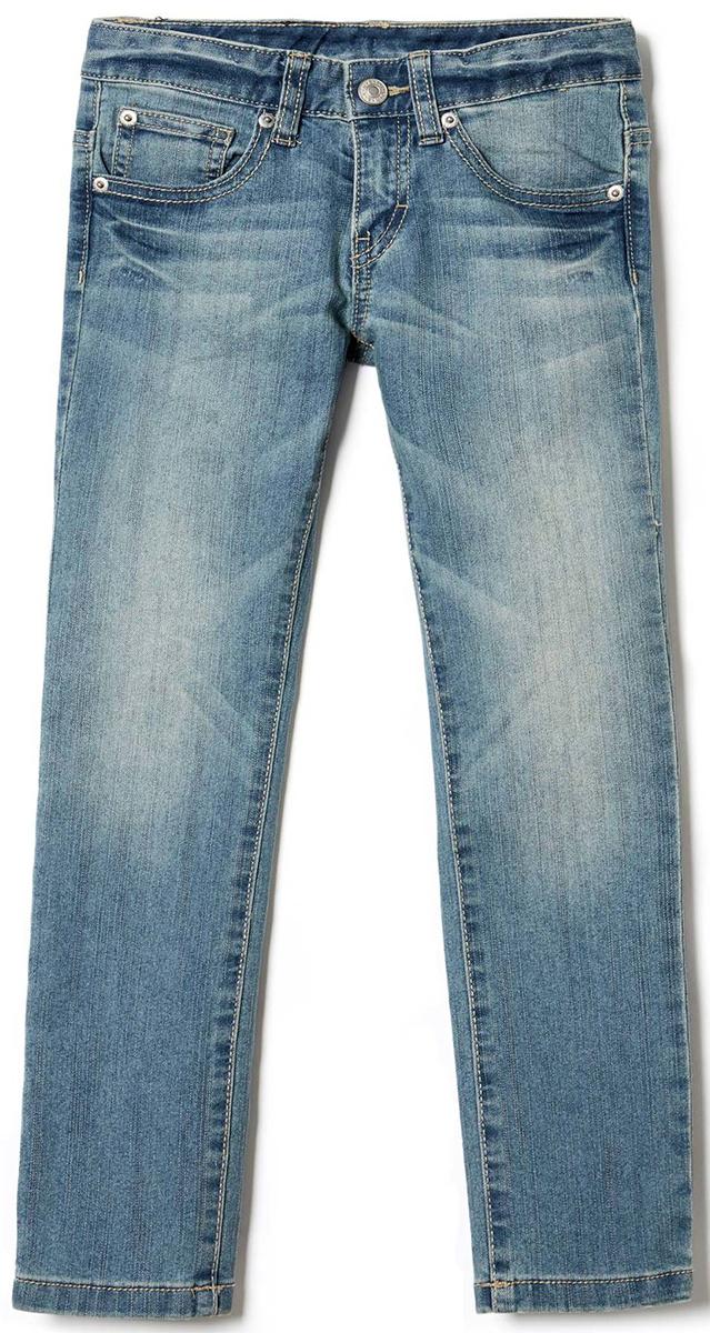 Джинсы для мальчика United Colors of Benetton, цвет: голубой. 4CU9573E0_902. Размер 1204CU9573E0_902Стильные джинсы для мальчика идеально подойдут вашему ребенку для отдыха и прогулок. Изготовленные из качественного материала, они необычайно мягкие и приятные на ощупь, не сковывают движения и позволяют коже дышать, не раздражают даже самую нежную и чувствительную кожу ребенка, обеспечивая ему наибольший комфорт. Джинсы на талии застегиваются на металлическую пуговицу и имеют ширинку на застежке-молнии, имеются шлевки для ремня.
