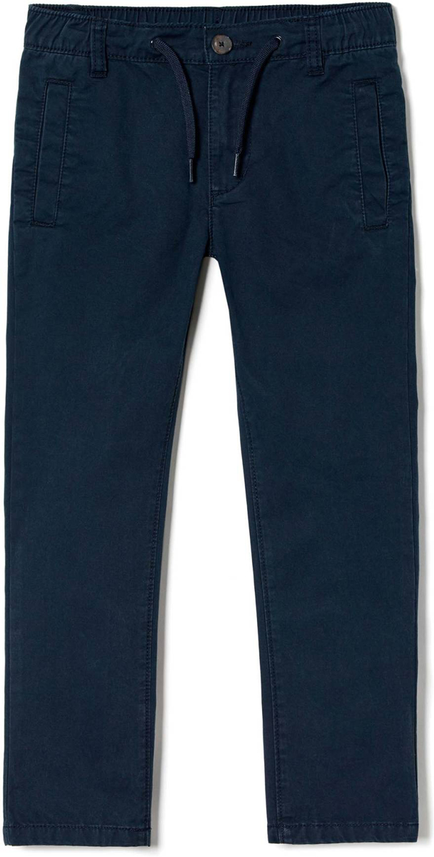 Брюки для мальчика United Colors of Benetton, цвет: синий. 4WE5557Z0_275. Размер 1304WE5557Z0_275Стильные брюки идеально подойдут вашему ребенку для отдыха и прогулок. Изготовленные из качественного материала, они необычайно мягкие и приятные на ощупь, не сковывают движения и позволяют коже дышать, не раздражают даже самую нежную и чувствительную кожу ребенка, обеспечивая ему наибольший комфорт. Брюки на талии застегиваются на пуговицу и имеют ширинку на застежке-молнии, имеются шлевки для ремня.