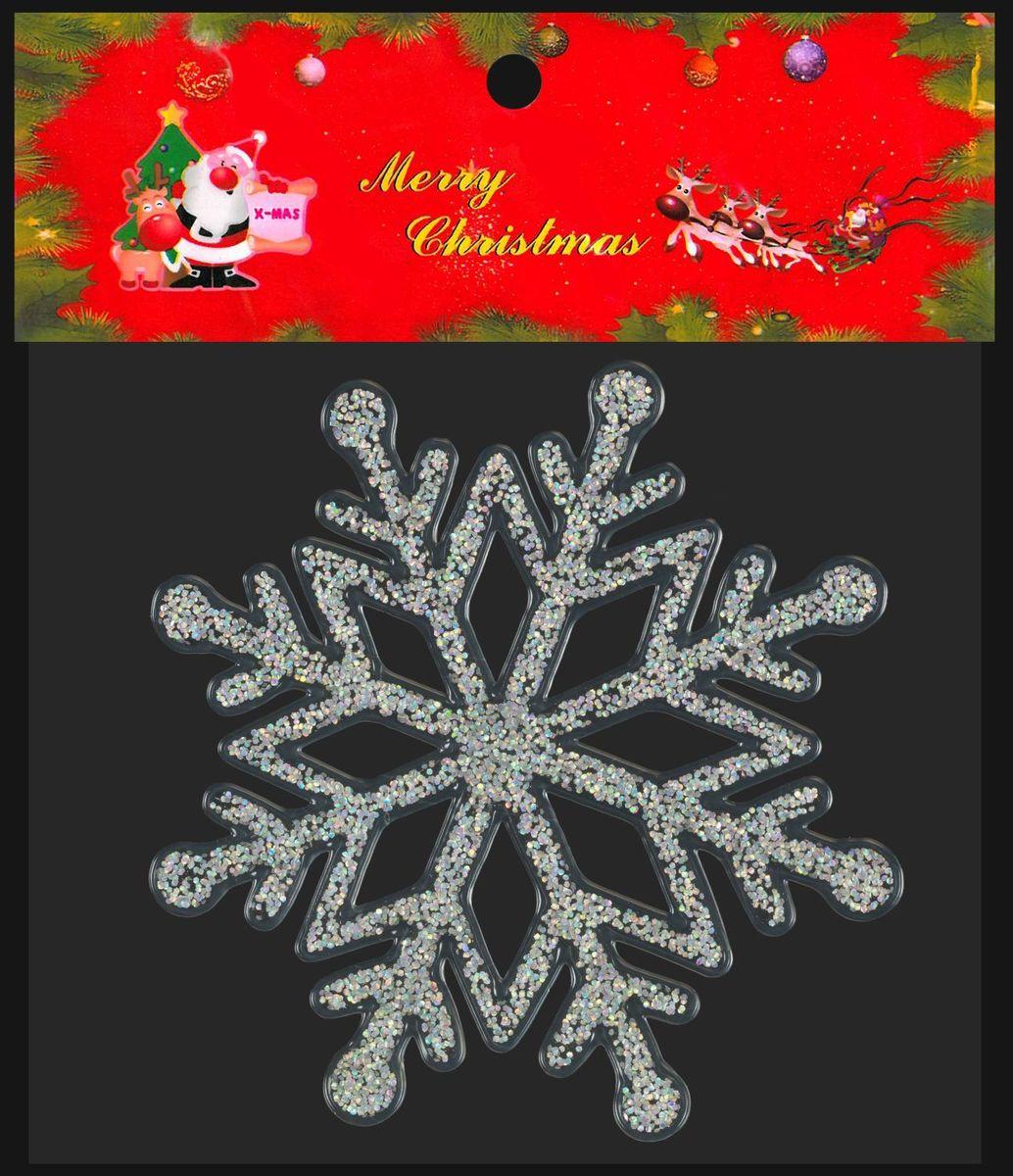 Яркая наклейка новогодней тематики произведена из силикона и крепится к  гладким стеклянным или зеркальным поверхностям посредством статического  эффекта. С тыльной стороны рисунок полностью повторяется, в том числе и  нарядные блестки, которые фрагментарно, но очень плотно покрывают изделие.  Для обеспечения лучшего слияния с поверхностью, тыльная сторона абсолютно  гладкая. Таким образом, вид с улицы на украшенное окно будет также радовать  прохожих. Наклейку можно неоднократно перемещать с места на место при  относительной чистоте поверхности. Легко снимается, не оставляя следов.  Безопасный и очень хороший подарок для детей 3-5 лет подразумевает развитие  моторики при участии ребенка в праздничном оформлении дома. Наклейка размещена на прозрачной подложке и упакована в полибэг.