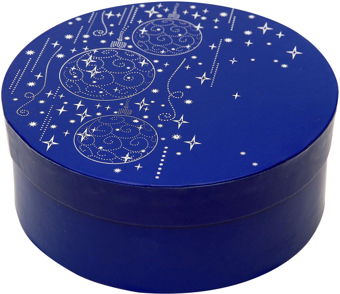 Коробка подарочная Правила Успеха Верона, 20 x 8 см4610009214528Круглая коробка из переплетного (жесткого) картонаВнешние размеры: 21хН 8,5 см Внутренний размеры: 20 хН 8смМатовое покрытие Тиснение серебряной фольгойТонкие линии серебряной краски, витиеватые узоры, аккуратно превращаются в волшебные звездочки и новогодние шары. Это роскошный и одновременно лаконичный дизайн напоминает о приближении чудесного волшебного праздника, всеми нами настолько любимого - Нового года. И подарок в этой упаковке будет уместен на любом торжестве – на корпоративной вечеринке и в тихом семейном кругу.