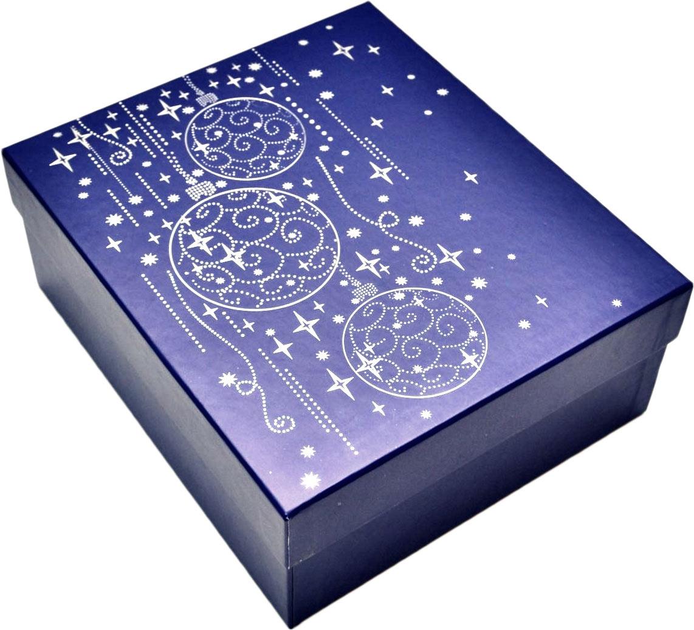 Коробка подарочная Правла успеха Верона, 24 х 21 х 9,5 см4610009214542Тонкие линии серебряной краски, витиеватые узоры, аккуратно превращаются в волшебные звездочки и новогодние шары.Этот роскошный и одновременно лаконичный дизайн напоминает о приближении чудесного волшебного праздника, всеми нами настолько любимого - Нового года.И подарок в этой упаковке будет уместен на любом торжестве – на корпоративной вечеринке и в тихом семейном кругу.Внешний размер: 24 х 21 х 9,5 см.Внутренний размер: 23 х 20 х 9 см.