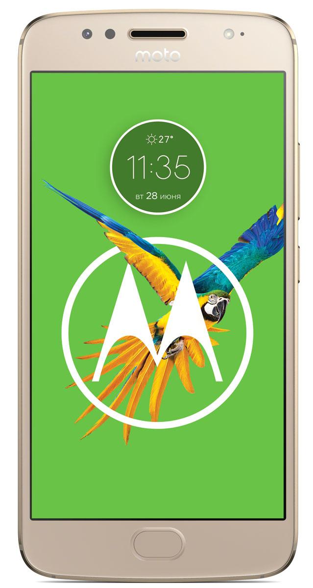 Motorola Moto G5S, Gold (XT1794)PA7W0022RUMotorola Moto G5S имеет стильный, полностью металлический цельный корпус, изготовленный с высокой точностью из цельного куска высококачественного алюминия. С алмазной огранкой и тщательно отполированный для создания безукоризненной поверхности, он потрясающе красив и прочен, как никогда. Пользуйтесь телефоном без подзарядки еще дольше с батареей 3000 мАч, заряда которой хватает на весь день. Когда приходит время подзарядки, не останавливайтесь. Входящее в комплект поставки зарядное устройство TurboPower позволяет зарядить телефон всего за 15 минут так, чтобы он работал от батареи до 5 часов.Основная камера телефона Moto G5S с высоким разрешением 16 МП имеет систему фазовой автофокусировки (PDAF), которая позволяет мгновенно сфокусировать 200000 пикселов на выбранном объекте. Вы никогда не упустите кадр. Кроме того, профессиональный режим дает вам больше контроля над такими параметрами, как баланс белого и скорость затвора. А функция лучшего снимка автоматически выбирает лучший кадр из серии и сохраняет его. Когда нужно сделать групповое селфи, широкоугольная фронтальная камера 5 МП с новой светодиодной вспышкой качественно запечатлеет каждого при любом освещении. Включите режим украшения для еще более великолепных селфи.Наслаждайтесь любимыми развлечениями в ярких цветах и мельчайших деталях на дисплее Full HD диагональю 5,2 дюйма. Благодаря восьмиядерному процессору Qualcomm Snapdragon частотой 1,4 ГГц, мощным графическим характеристикам и поддержке скорости 4G вы можете быстро отображать веб-страницы, а также воспроизводить потоковую музыку и видео без задержек. Кроме того, когда вы находитесь в дороге, брызгозащитное покрытие и экран Corning Gorilla Glass защищают ваш телефон от непогоды.Можете забыть свой пароль. С Moto G5S отпечаток вашего пальца разблокирует ваш телефон и ваш кошелек. Оплачивайте покупки с помощью мобильного телефона у продавцов, поддерживающих эту возможность, без необходимости ввода пароля.Новая нави
