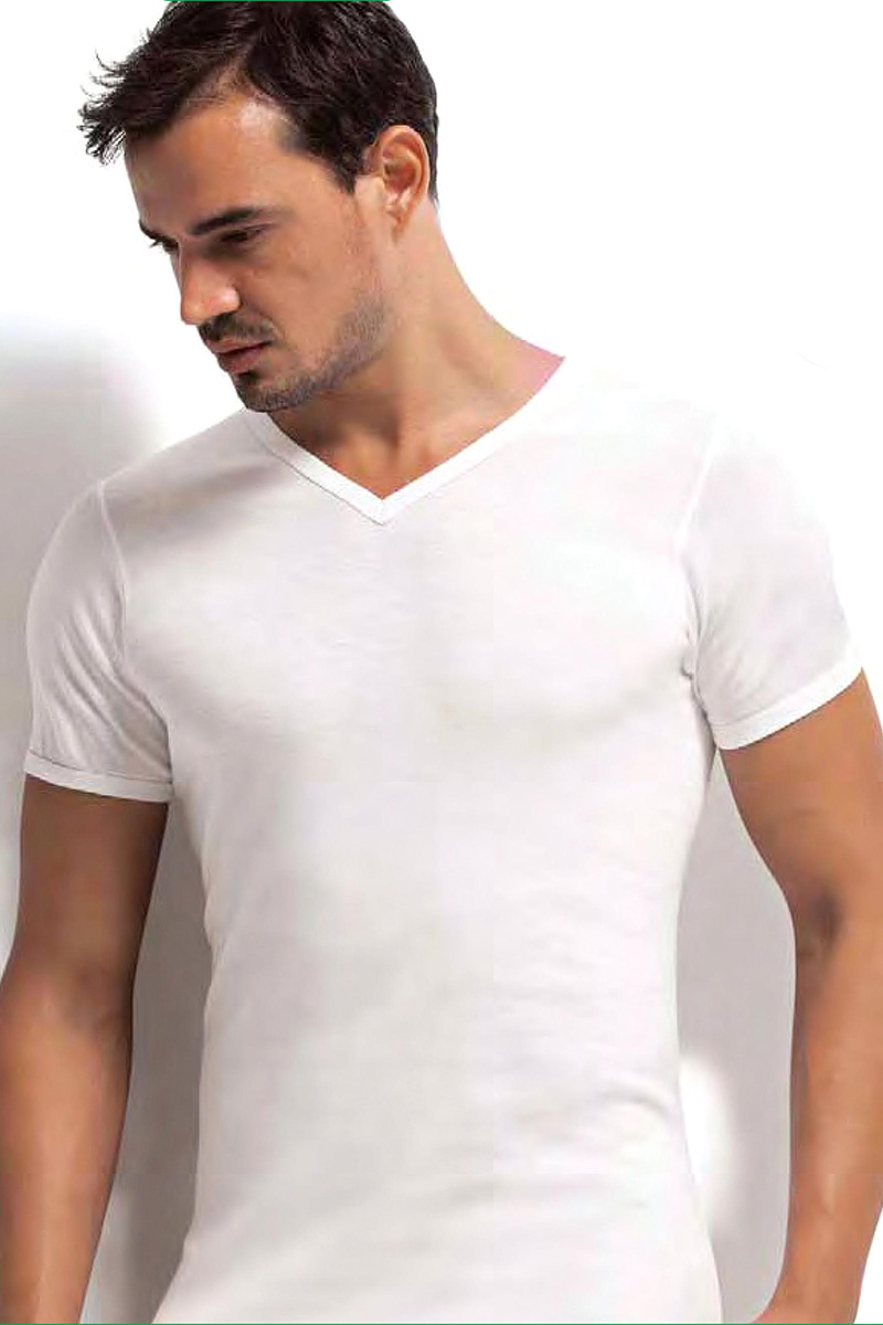 Футболка мужская Dorea, цвет: белый. c0e1501-0029 / 1021. Размер M (46/48)c0e1501-0029 / 1021Футболок в мужском шкафу никогда не бывает много. Это основа любого мужского гардероба! Модель от Dorea с V-образным вырезом выполнена из высококачественного материала и идеально подойдет как для занятий спортом, так и для создания неформального повседневного образа.