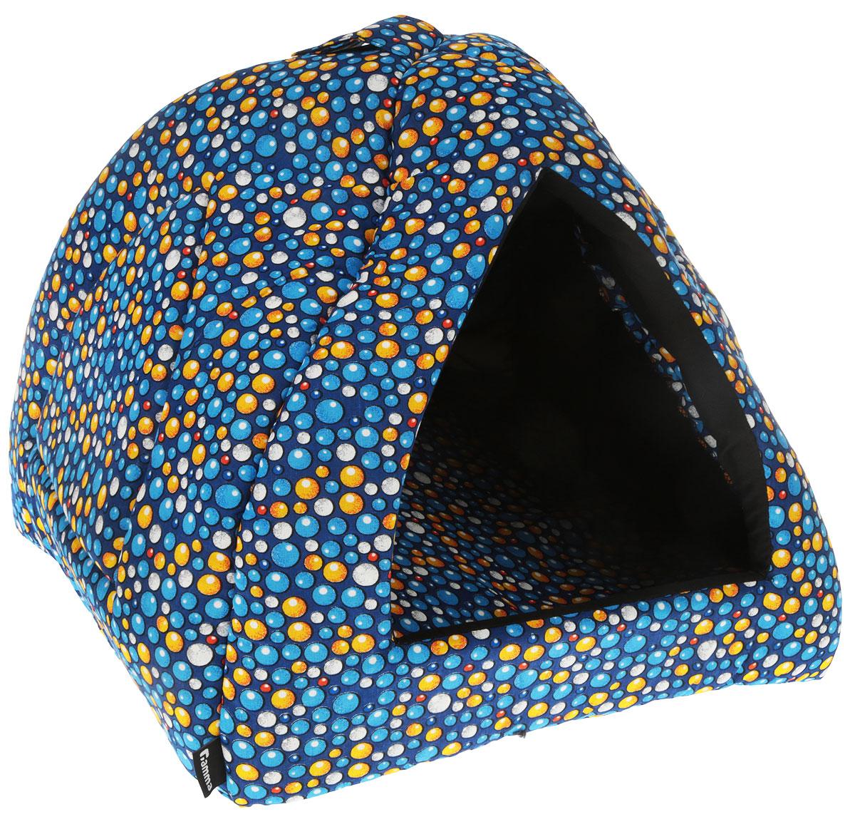 Домик для кошек и собак Гамма Пузыри, цвет: синий, голубой, желтый, 40 х 40 х 36 смДг-06000_пузыри голубые, желтыеДомик для кошек и собак Гамма обязательно понравится вашему питомцу. Домик предназначен для собак мелких пород и кошек. Изготовлен из хлопковой ткани с красивым принтом, внутри - мягкий наполнитель из мебельного поролона. Стежка надежно удерживает наполнитель внутри и не позволяет ему скатываться. Домик очень удобный и уютный, он оснащен мягкой съемной подстилкой из поролона.Ваш любимец сразу же захочет забраться внутрь, там он сможет отдохнуть и спрятаться. Компактные размеры позволят поместить домик, где угодно, а приятная цветовая гамма сделает его оригинальным дополнением к любому интерьеру. Изделие дополнительно снабжено петлей для подвешивания.