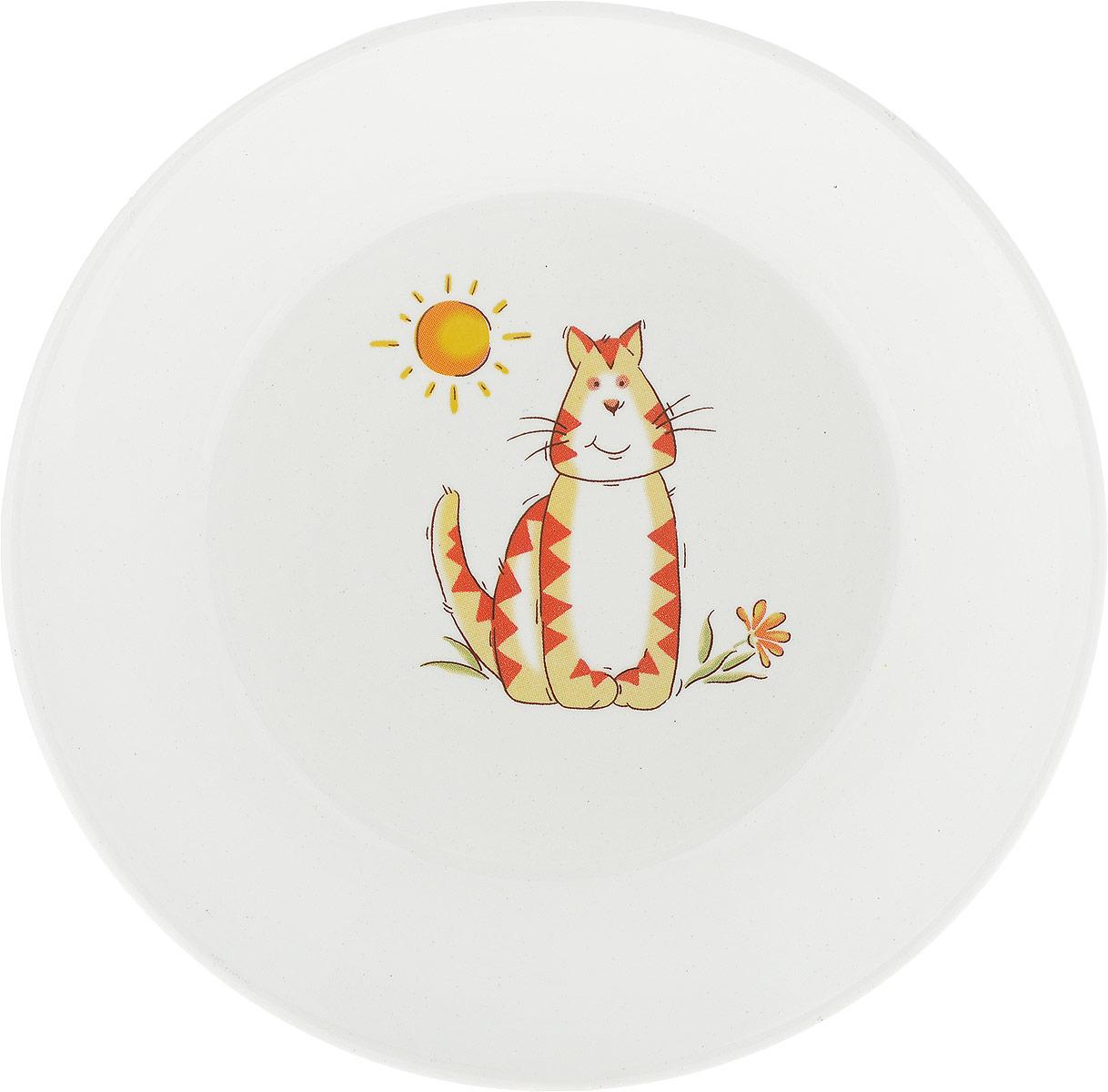 """Детское блюдце Кубаньфарфор """"Зоопарк: Кот"""" идеально подойдет для кормления малыша и самостоятельного приема пищи. Глубокое блюдце выполнена из фаянса, его высокие бортики обеспечат удобство кормления и предотвратят случайное проливание жидкой пищи.  Яркое блюдца с красочным рисунком на дне непременно порадует малыша и сделает любой прием пищи приятным и веселым."""