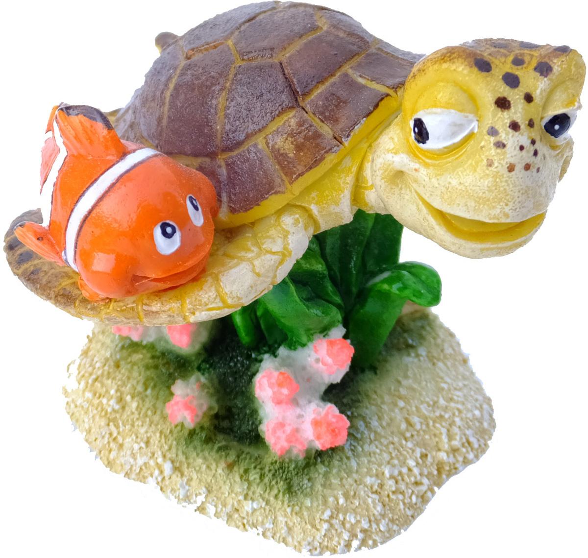 Грот Meijing Aquarium Немо и Прыск. EBI-338EBI-338Аквариумный грот – это отличный элемент дизайна. Оригинальные аквариумные украшения придают подводному ландшафту завершенный вид, что крайне важно, ведь одной из главнейших функций аквариума в интерьере является функция эстетическая. Но декорация-грот – это еще и прекрасное укрытие для рыбок и иных обитателей подводного мира. Особенно – в том случае, если кто-либо из ваших питомцев проявляет излишнюю агрессивность по отношению к соседям. В таком случае грот для аквариума окажется совершенно незаменимым. Грот Meijing Aquarium прекрасно впишется в любой интерьер аквариума. А в сочетании с другими элементами декора сделает среду обитания ваших рыбок максимально приближенной к морской среде. Декорация абсолютно безвредна для рыб и растений. Грот тонет и не требует дополнительной фиксации в аквариуме. Может использоваться как в пресной, так и в морской воде. Изделие не токсично, не тускнеет и не теряет цвета, краска не облазит.