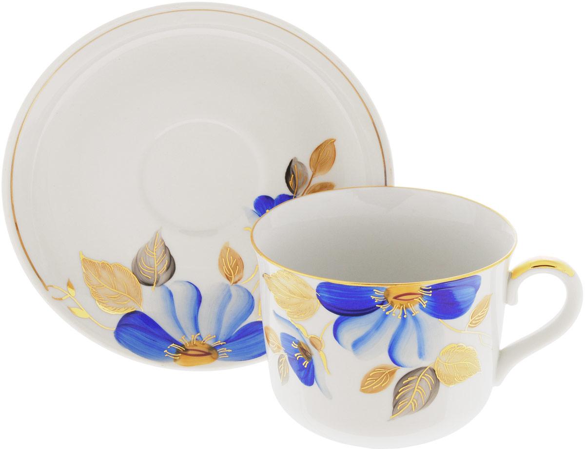 Чашка чайная Дулевский Фарфор Ностальгия. Синий цветок, с блюдцем, 450 мл075732Чашка Дулевский Фарфор Ностальгия. Синий цветок выполнрена из высококачественного фарфора и оформлена оригинальным рисунком. Посуда из такого материала позволяет сохранить истинный вкус напитка, а также помогает ему дольше оставаться теплым. В комплект входит блюдце. Такой набор идеально подойдет для чая и придется по вкусу ценителям классики, и тем, кто предпочитает утонченность и изысканность. Объем: 450 млДиаметр блюдца: 16,5 см
