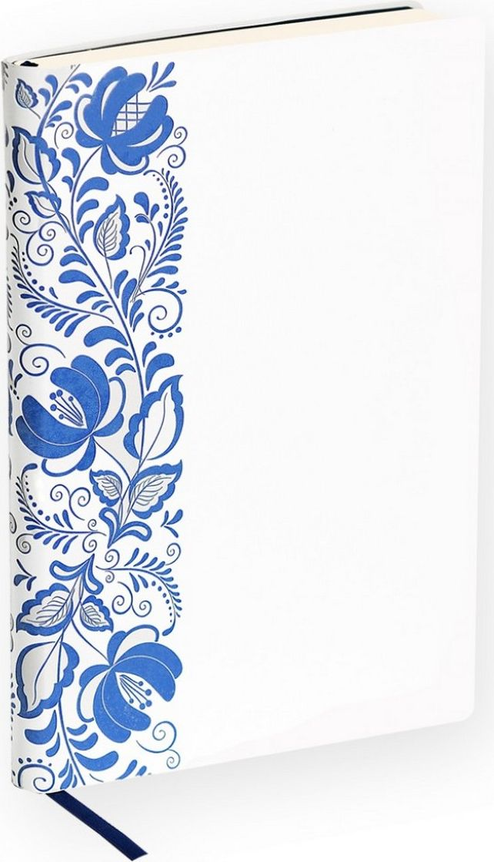 Portobello Trend Ежедневник недатированный Russia 128 листов цвет белый синийLXX1501155-GZHELЕжедневники из матовой мягкой искусственной кожи белого цвета. Особенностью данной коллекции является использование мотивов старинных русских народных промыслов . Это - гжель, вологодское кружево, мотивы хохломской росписи, вышитого рушника. Филигранное исполнить узоры на обложках из искусственной кожи получилось благодаря особенным характеристикам материала: двухслойный термочувствительный материал, при тиснении блинтом проявляется базовый контрастный цвет. За счет толщины материала удается сделать тиснение фактурным, тщательно передать мельчайшие детали узора. Это в целом создает ощущение реального кружева или домотканого рушника. Белая обложка с матовой шелковистой фактурой. Контрастные форзацы и ляссе в цвет узора.
