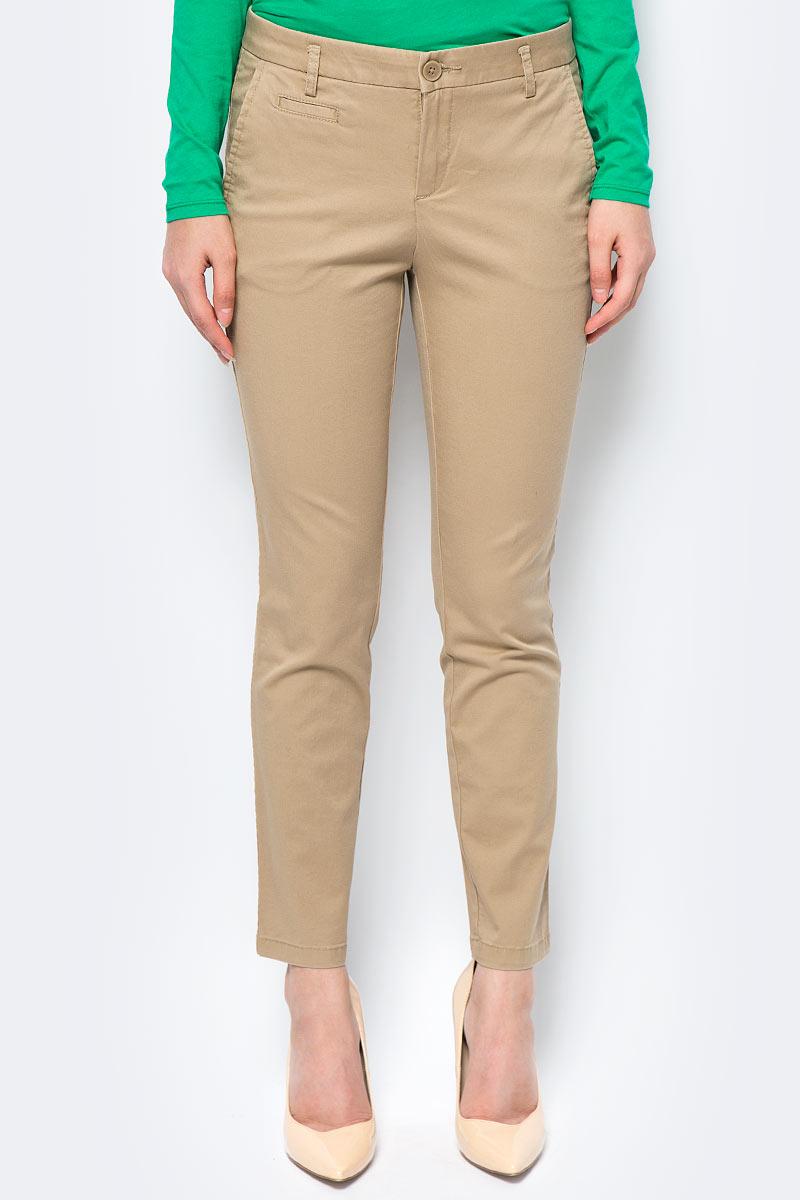 Брюки женские United Colors of Benetton, цвет: бежевый. 4BYW555K3_193. Размер 38 (40)4BYW555K3_193Женские брюки United Colors of Benetton станут модным дополнением к вашему гардеробу. Изготовленные из качественного материала, они мягкие и приятные на ощупь, не сковывают движения и позволяют коже дышать.Современный дизайн и расцветка делают эти брюки стильным предметом одежды, они отлично дополнят ваш образ и подчеркнут неповторимый стиль.