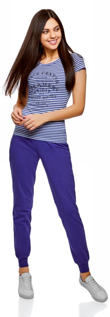 Брюки спортивные женские oodji Ultra, цвет: синий. 16701042-1B/46919/7500N. Размер S (44)16701042-1B/46919/7500NЖенские спортивные брюки oodji Ultra, выполненные из натурального хлопка, великолепно подойдут для отдыха и занятий спортом. Модель дополнена широкими эластичными резинками на поясе и по низу брючин. Объем талии регулируется с внешней стороны при помощи шнурка-кулиски. Спереди имеются два втачных кармана.