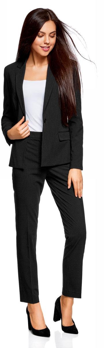 Жакет женский oodji Collection, цвет: черный, белый. 21202097-1B/31270/2910S. Размер 40-170 (46-170)21202097-1B/31270/2910SЛаконичный женский жакет oodji Collection выполнен из качественной плотной ткани и оформлен принтом в полоску. Модель приталенного кроя с воротником с лацканами и длинными рукавами застегивается на пуговицу и дополнена двумя прорезными карманами с клапанами. Рукава декорированы рядом пуговиц. Сзади изделие оформлено небольшой шлицей.Жакет подойдет для офиса, прогулок и дружеских встреч и будет отлично сочетаться с джинсами и брюками, а также гармонично смотреться с юбками. Мягкая ткань на основе полиэстера, вискозы и эластана приятна на ощупь и комфортна в носке.