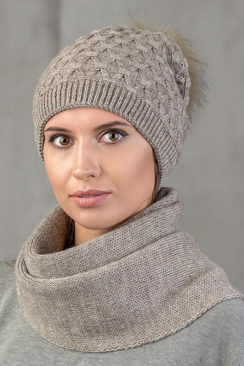 Шапка женская Nuages, цвет: коричневый. NH-742/153. Размер универсальныйNH-742/153Теплая зимняя женская вязаная шапка. Трикотажный подклад (двойная вывязка). Помпон из искусственного меха. Универсальный размер 52-56.