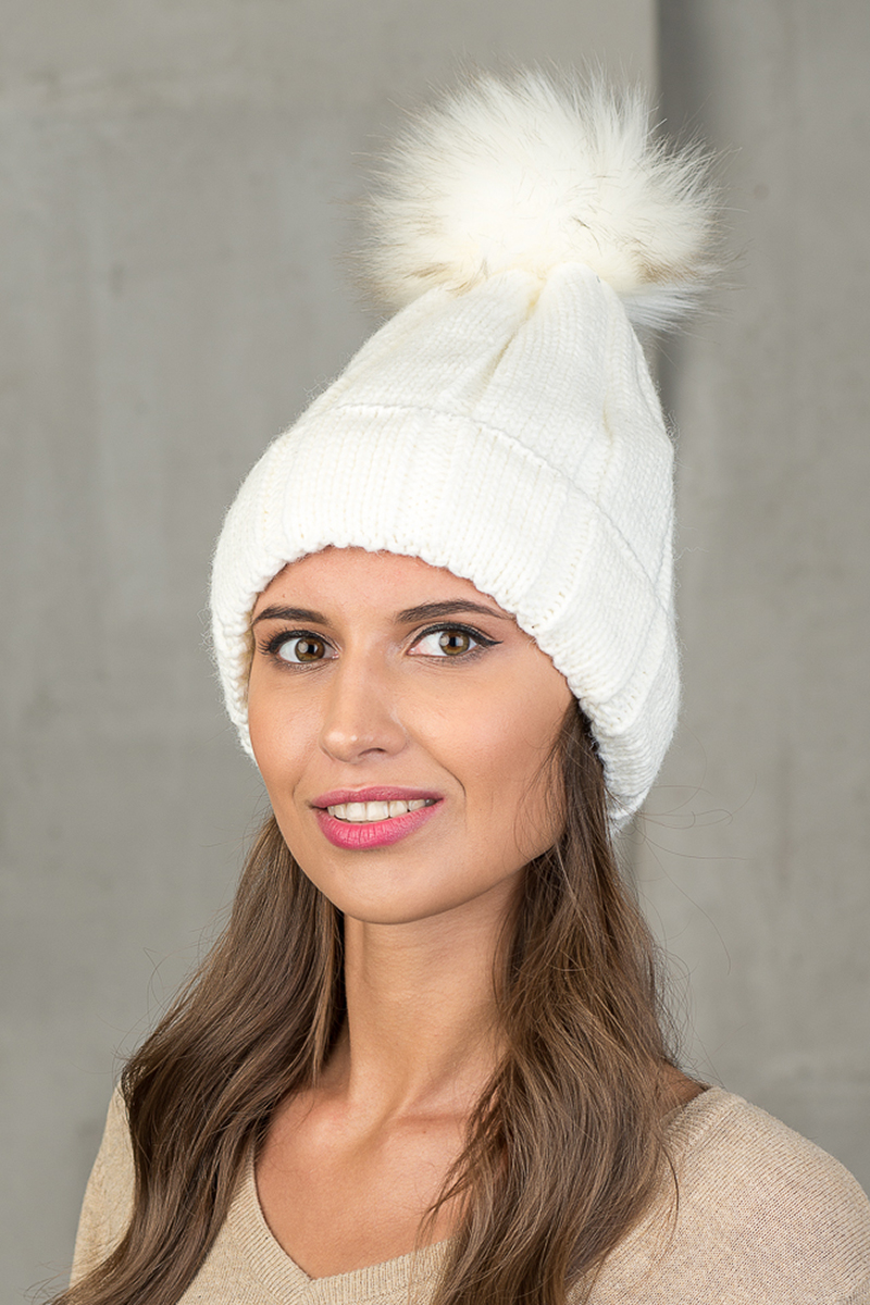 Шапка женская Nuages, цвет: молочный. NH-743/01. Размер универсальныйNH-743/01Теплая зимняя женская вязаная шапка от Nuages с отворотом выполнена из хлопково-акриловой пряжи.Помпон из искусственного меха. Такая шапка согреет вас в холодное время года и станет отличным дополнением к любому вашему образу.