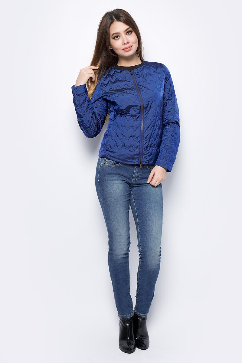 Куртка женская United Colors of Benetton, цвет: синий. 2DA5533L5_966. Размер 38 (40)2DA5533L5_966Куртка женская United Colors of Benetton выполнена из нейлона. Модель с круглым вырезом горловины и длинными рукавами застегивается на застежку-молнию.