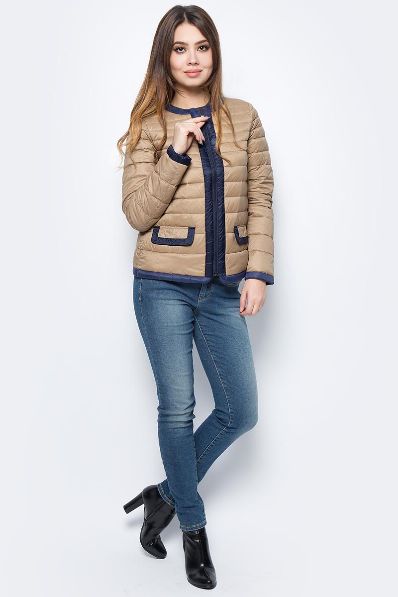 Куртка женская United Colors of Benetton, цвет: бежевый. 2BA2533P4_904. Размер 44 (46)2BA2533P4_904Куртка женская United Colors of Benetton выполнена из полиамида. Модель с круглым вырезом горловины и длинными рукавами застегивается на застежку-молнию.
