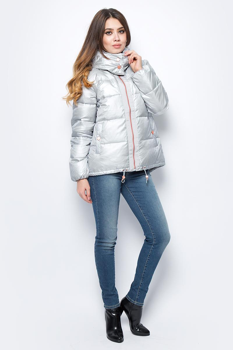 Пальто женское United Colors of Benetton, цвет: серый. 2UV1533S5_03B. Размер 38 (40)2UV1533S5_03BКуртка женская United Colors of Benetton выполнена из полиамида. Модель с капюшоном и длинными рукавами застегивается на молнию.